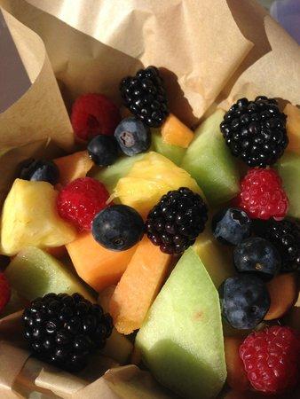 Kimpton Canary Hotel: Fruit basket - fresh and yummy