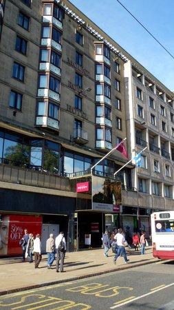 Mercure Edinburgh City - Princes Street Hotel: Entrance on Princes Street