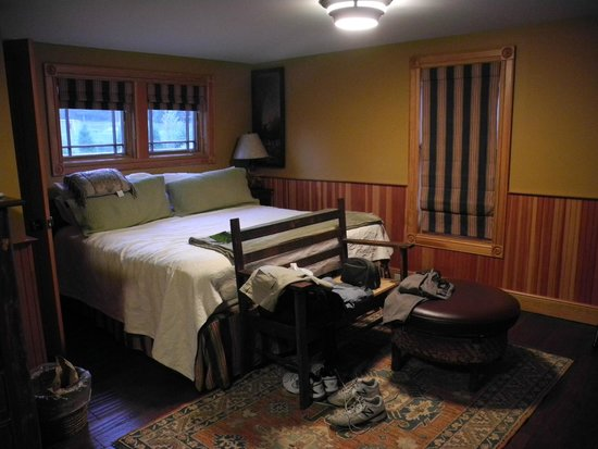Hotel Mountain Brook: Bed alcove, Thoreau Cottage