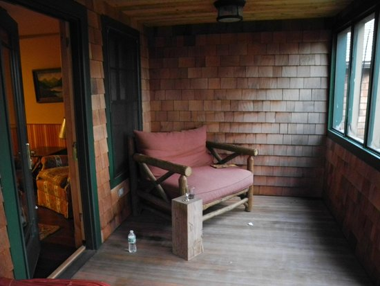 Hotel Mountain Brook: Porch, Thoreau Cottage