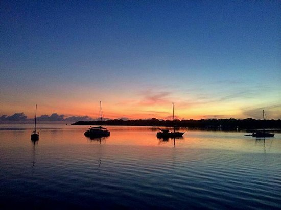 Bocas Inn: Boats on the bay at sunrise