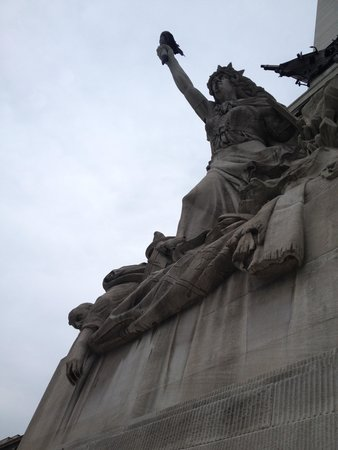 Colonel Eli Lilly Civil War Museum - Soldiers & Sailors Monument : Statue of Victory on the meorial