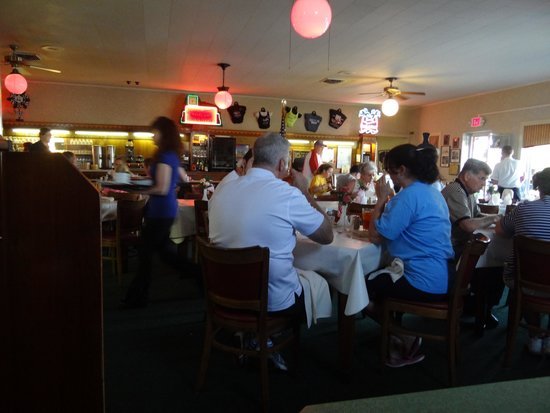 Ariston Cafe: View of the dining room