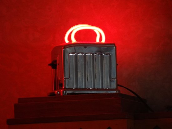 Ariston Cafe: A toaster with neon toast!