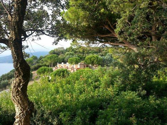 Resort Capo Bianco: vista esterna di parte degli alloggi