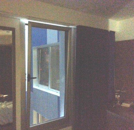 Sercotel Blue Coruña: Vista del pasillo desde la habitación