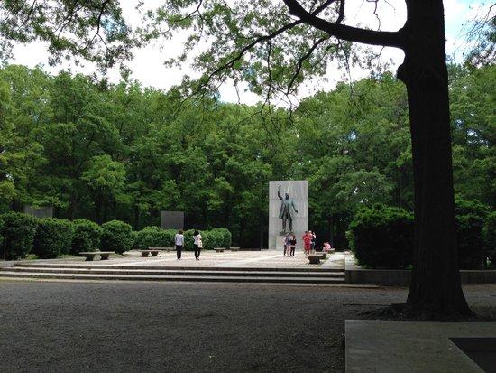 Theodore Roosevelt Island Park: The monument area
