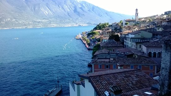Hotel Castell: A view of the town & lake