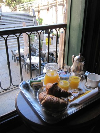 Hotel Galleria : breakfast in our room each morning