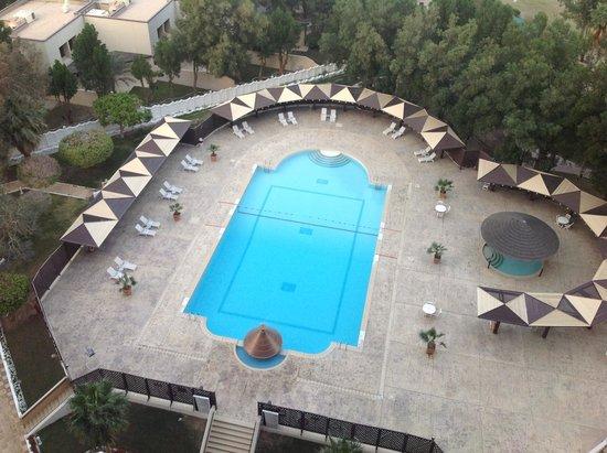 Le Meridien Al Khobar : View from room to the pool.