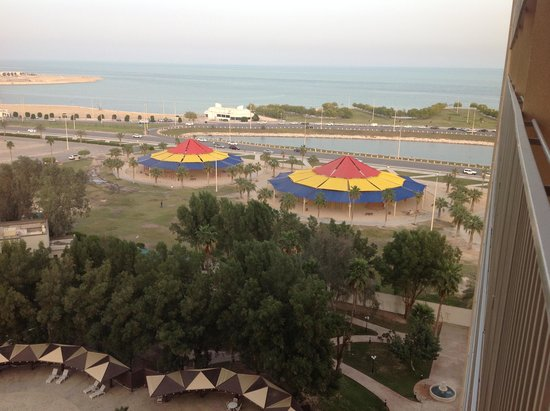 Le Meridien Al Khobar : View from room over the childrens playgrounds at the corniche.