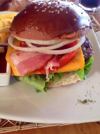 Il Giardino: Cheeseburger veramente ottimo e non pesante