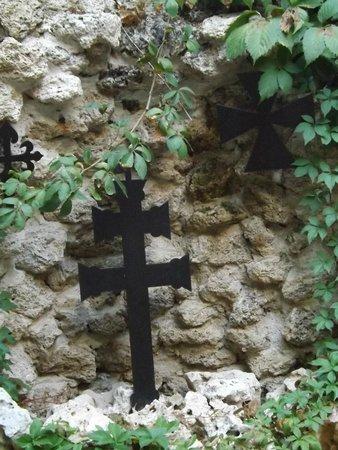 Hotel Hospederia Almunia : Detalle cruz en el patio