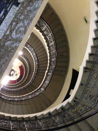 Hotel Century Old Town Prague - MGallery by Sofitel : escalier vue d'en haut