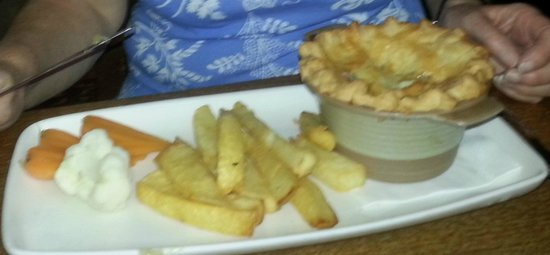 The Lansdowne Arms: chicken & ham pie