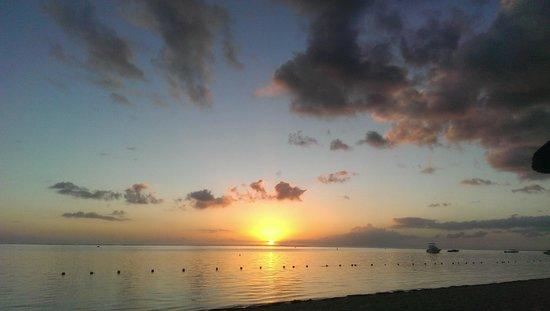 Sugar Beach Mauritius: Sunset in the bay