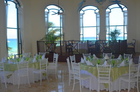 Royal Hideaway Playacar: Dinner setting for a private event