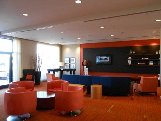 Courtyard Kingston Highway 401/Division Street : Lounge