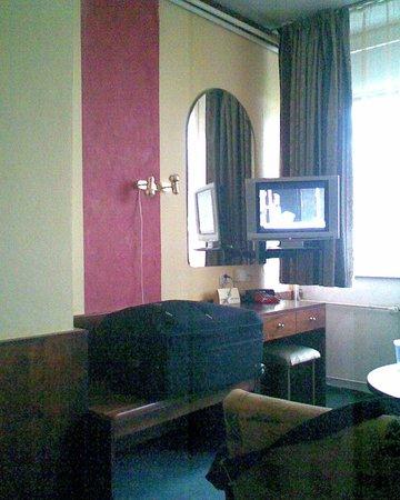Hotel Myslivna: flat TV in the room