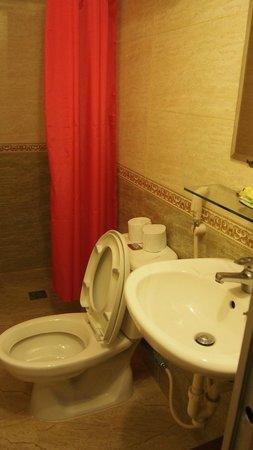 Kim Hotel: Baño con set de jabones, cepillo de dientes, etc
