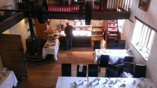 Haselbury Mill: Galleried breakfast room