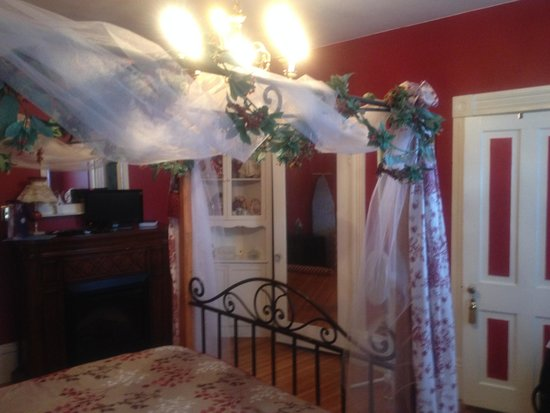 Victorian Bed and Breakfast: Julie Ann Chambers room
