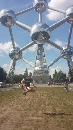 Atomium: Salto atómico
