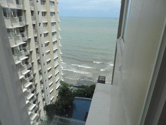Aston Balikpapan Hotel & Residence: vue sur la piscine