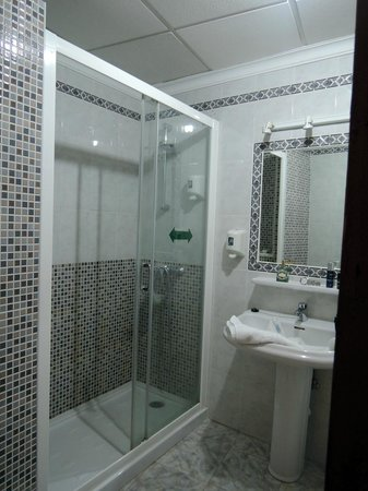 Hotel El Pozo: Baño impecable