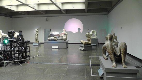 Art Gallery of Ontario (AGO): .