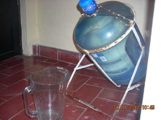 Marsol Hotel: Purified water in your room, tips conveniently into a pitcher.