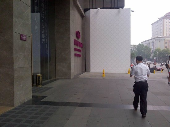 InterContinental Jinan City Center: view of sign didturbed