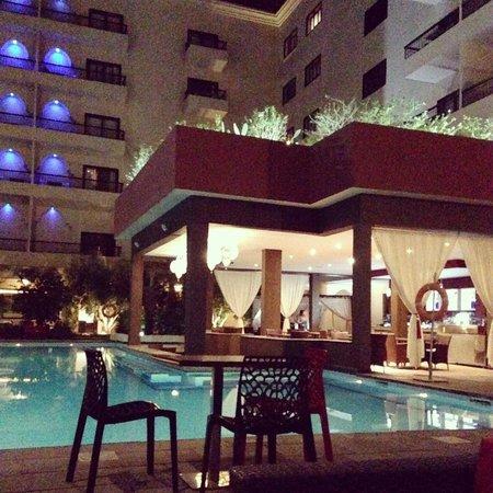 Opera Plaza Hotel: Bar bordo piscina