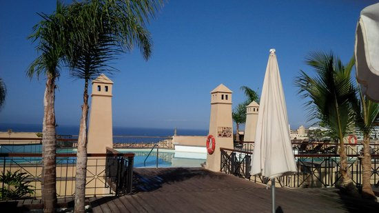 GF Gran Costa Adeje: rooftop pool area
