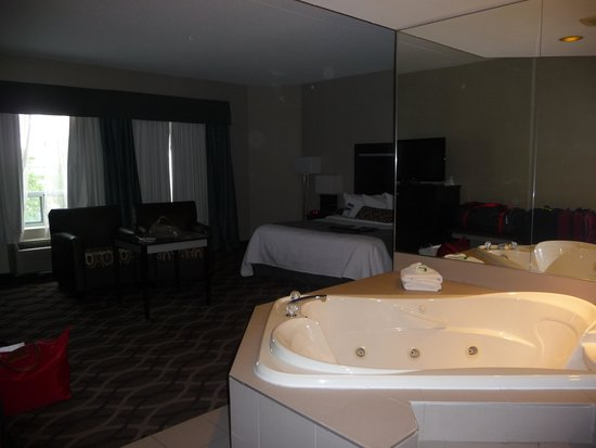 Chambre avec Jacuzzi - Picture of Best Western Plus Travel Hotel ...