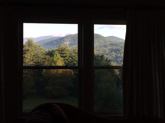 The Inn at Thorn Hill & Spa: View from bed in Mt Washington room