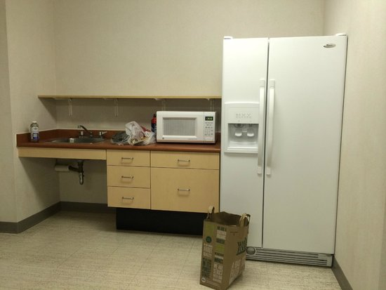 Residence and Conference Centre - Oakville: kitchen