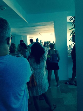 SENTIDO Punta del Mar : Typical Queue at 08.15 for Sunbeds - Pool opens for them at 08.30hrs Daily