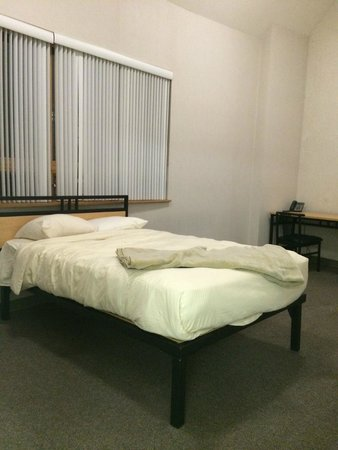 Residence and Conference Centre - Oakville: bedroom