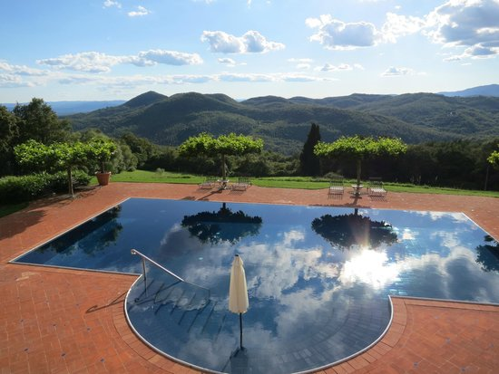 Torre del Tartufo Cooking Vacations Tuscany: Our amazing pool