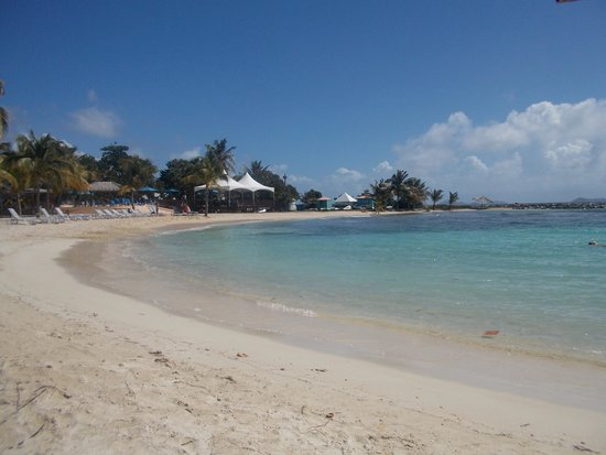 Nanny Cay Marina & Hotel: Clear, warm water and a gorgeous beach