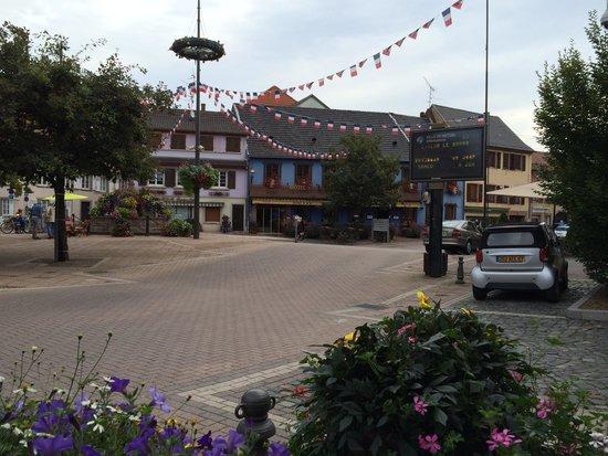 market place with hotel L'ours De Mutzig