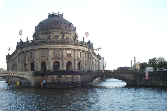 andel's by Vienna House Berlin: de dom vanaf de rivier.