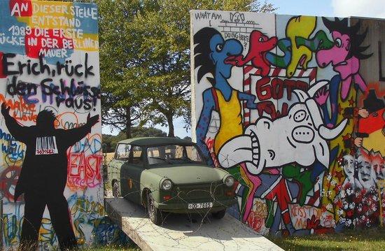 "Museum Langelandsfort: ""Trabi gennem muren"" - ved indgangen til Langelandsfortet."