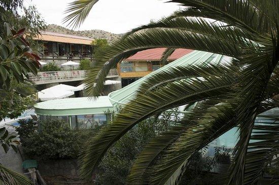Termas El Corazon: Vista de las piscinas cubiertas