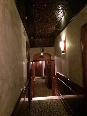 Hotel Saturnia & International: The Passage