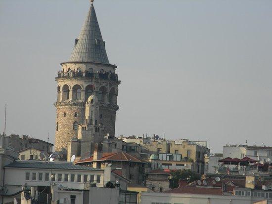 The Peak Hotel : Torre Galata, a cuadras del Hotel