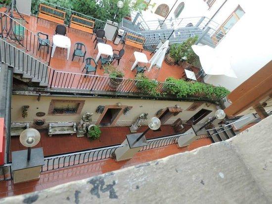 Hostel Archi Rossi: Varanda
