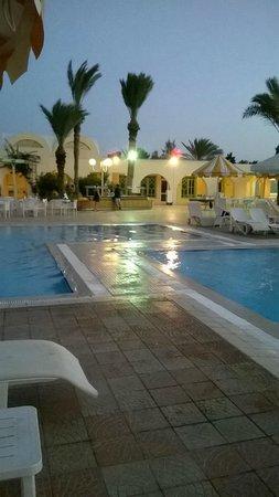 Piscine picture of hotel venice beach djerba djerba for Venise hotel piscine