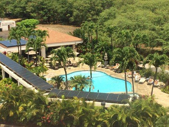 Maui Coast Hotel: het zwembad van bovenaf gezien